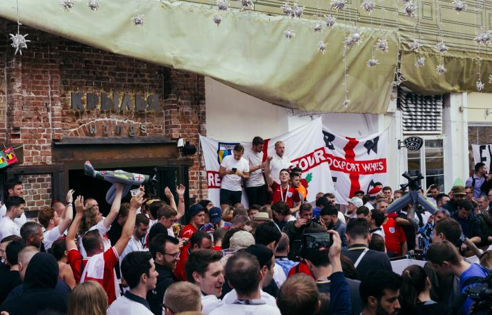 English fans chanting on the street in Moscow 2018